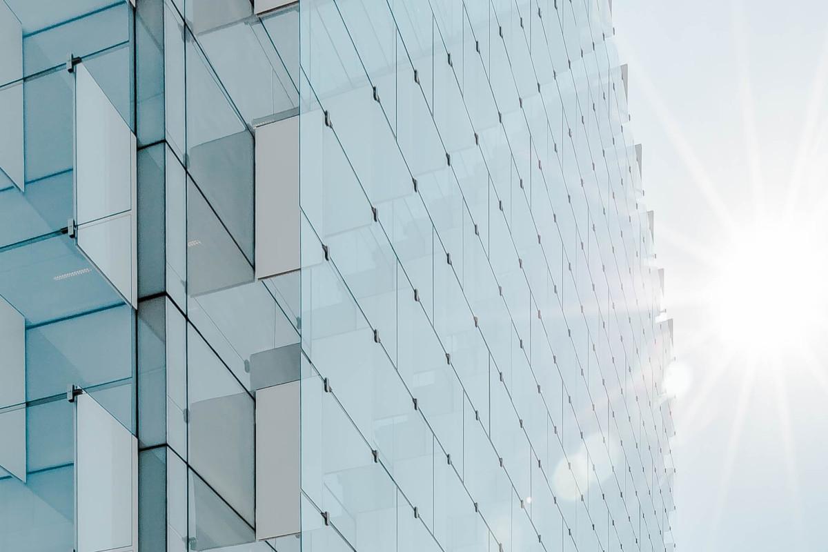 Rehabilitación energética de edificios: nuevos préstamos para instalar tu protección solar