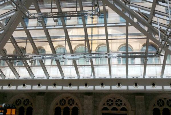 Impresionante claraboya acristalada rehabilitada con láminas solares - Hotel NH Collection Palacio de Burgos