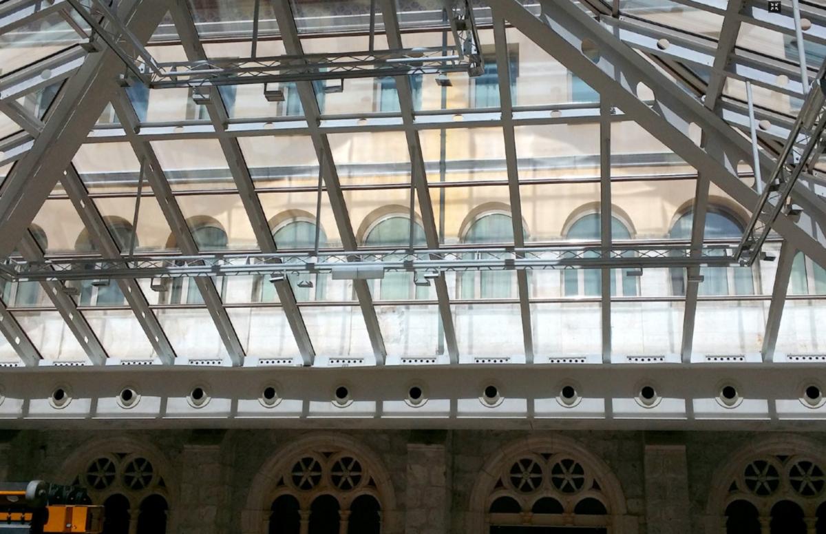 Hotel NH Collection Palacio de Burgos: impresionante claraboya acristalada rehabilitada con láminas solares